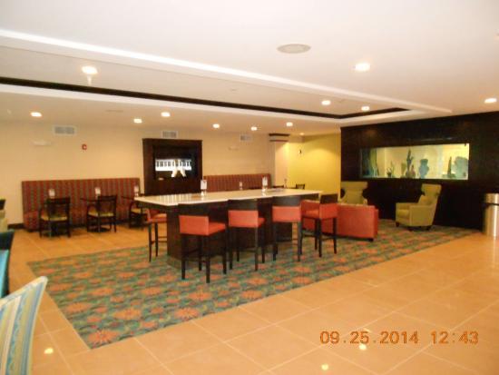 Bolivia, NC: Holiday Inn Express Southport NC Oak Island NC Breakfast Area