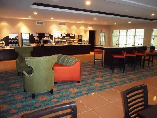 Bolivia, NC: Holiday Inn Express Southport NC Oak Island NC Breakfast Bar