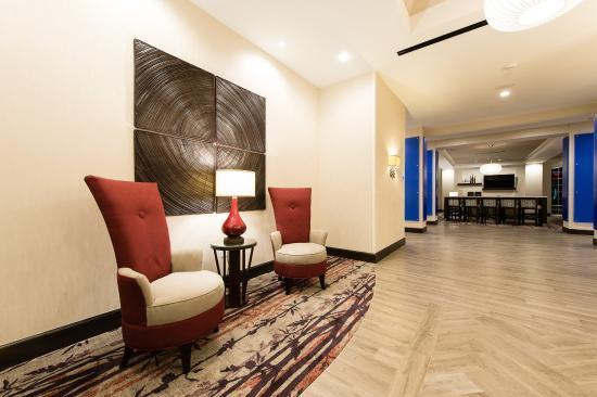 Aiken, Νότια Καρολίνα: Hotel Lobby Wide Angle