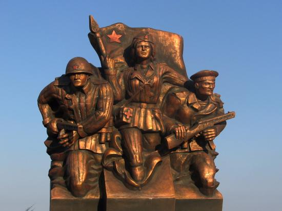 ‪Monument to Marine Troopers‬