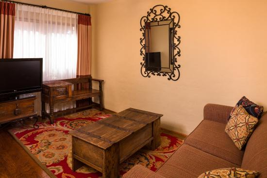 El Cordova Hotel: Family Suite Living Room
