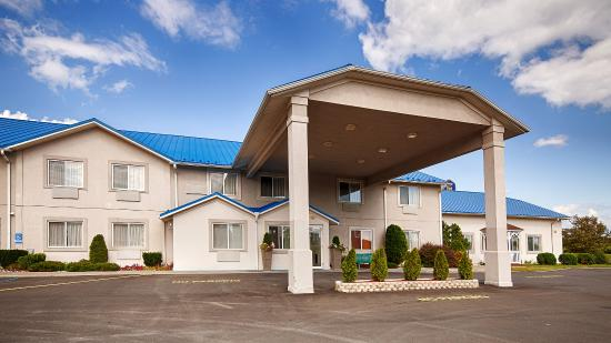 BEST WESTERN New Baltimore Inn: Exterior