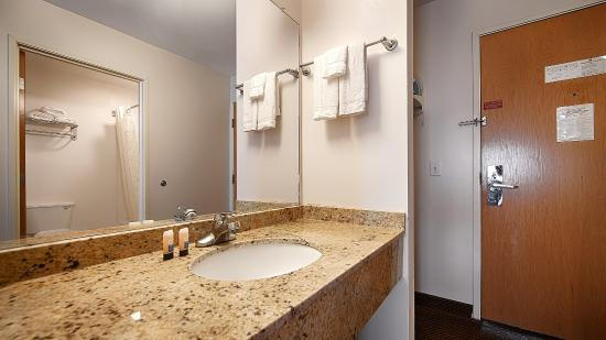 BEST WESTERN New Baltimore Inn: Bathroom