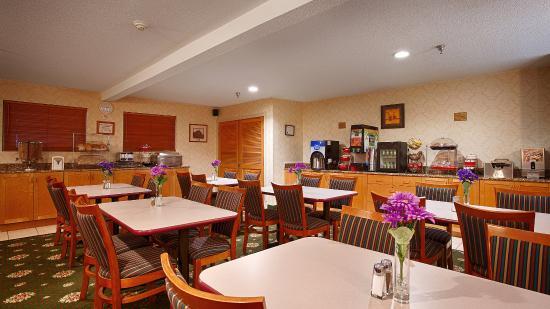 BEST WESTERN New Baltimore Inn: Breakfast Area