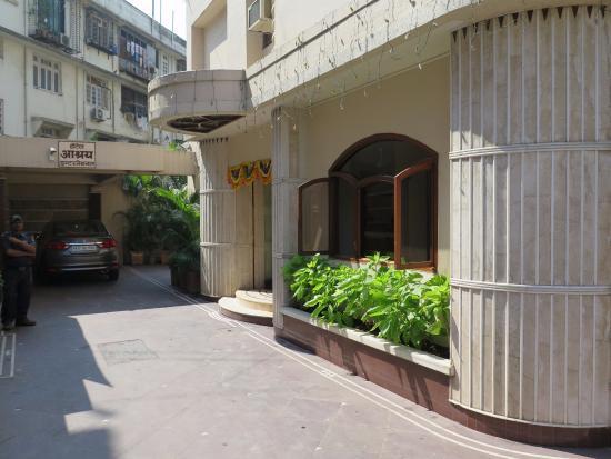 Hotel Ashray International: the entrance