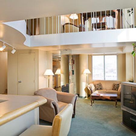 Garfield Suites Hotel Living Room