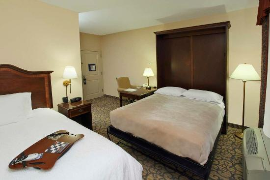 Hampton Inn Princeton: King Suite with Pull Down Bed