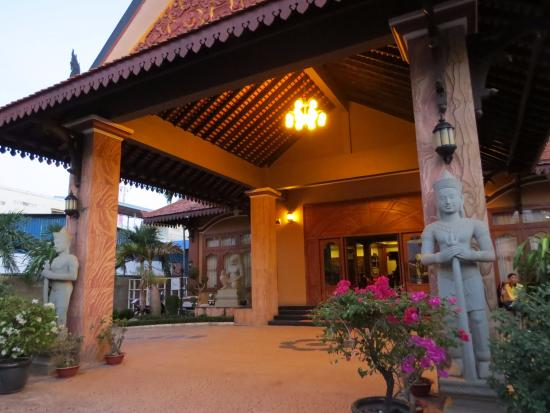Dara Reang Sey Hotel Siem Reap: In the front