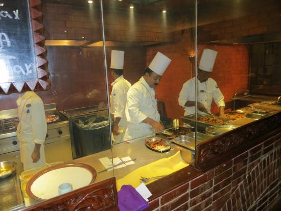 Movenpick Hotel Karachi: The Pakistani restaurant - live cooking