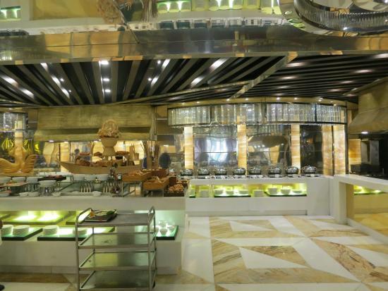 Movenpick Hotel Karachi: Buffet restaurant