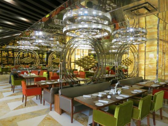 Movenpick Hotel Karachi: Buffet restaurant and breakfast room