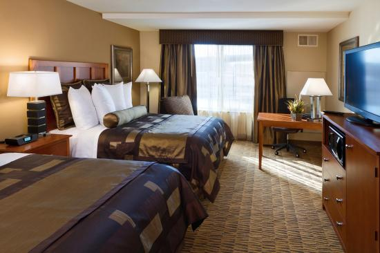 Best Western Plus Bloomington Hotel: Double Queen Guest Room
