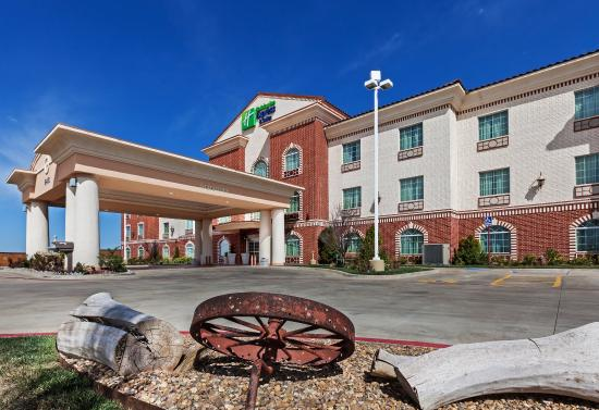 Holiday Inn Express Hotel & Suites Amarillo East: Hotel Exterior