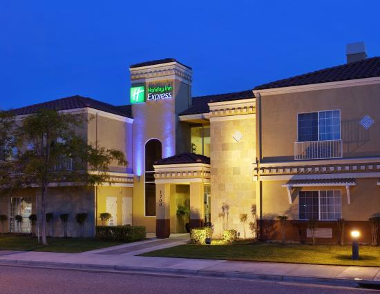 Holiday Inn Express Hotel & Suites - Santa Clara: Hotel Exterior