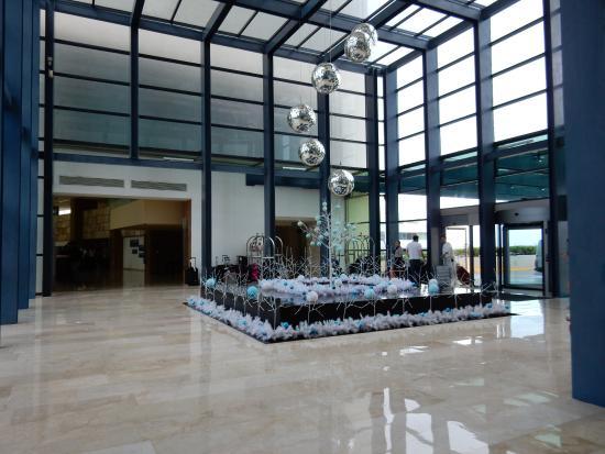 Lobby at the aqua live hotel picture of live aqua beach resort cancun cancun tripadvisor for How many rooms at live aqua cancun