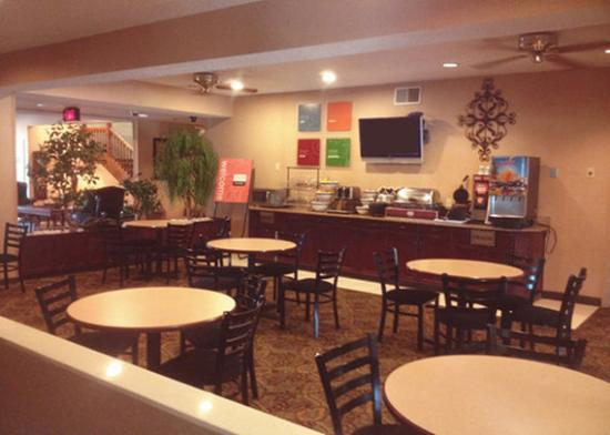 Comfort Inn & Suites Benton: breakfast
