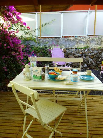 Ecovillaclub : Fruehstueck auf der Veranda