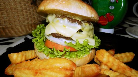 Good Dream Guesthouse : Double cheese burger and Fries.