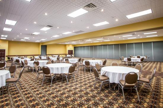 Quality Inn Amp Suites Starlite Village Conference Center