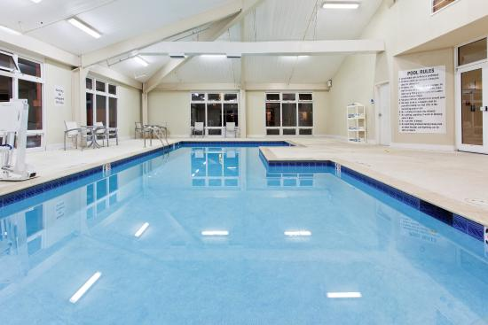 Holiday Inn Express & Suites : Relax by our indoor Swimming Pool