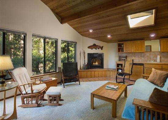 Sea Ranch Lodge: Sea Trees Living Room