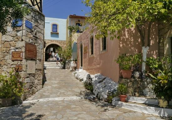 Arolithos Traditional Cretan Village: Entrance