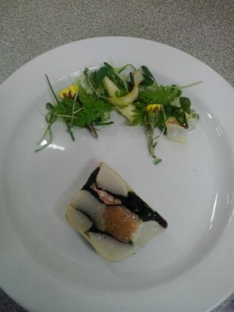 Advocate Harbour, Canadá: SF Local seafood terrine with wild salad