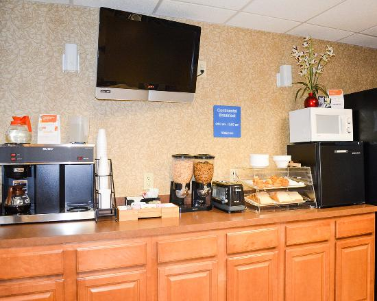 Rodeway Inn: Breakfast Bar
