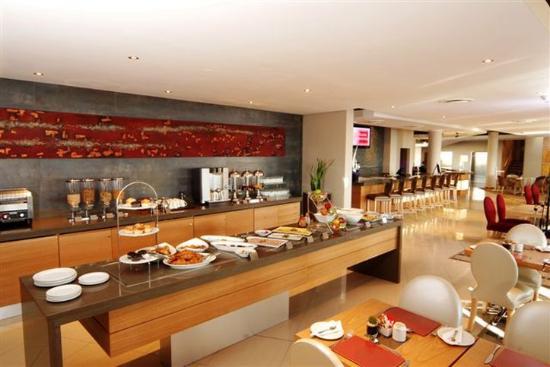 Holiday Inn Express Sandton-Woodmead: Breakfast