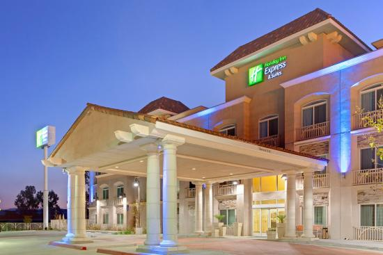 Holiday Inn Express Hotel  & Suites Banning: Hotel Exterior