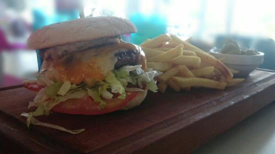 Calidad a un buen precio picture of pizz burger playa for Sofas de calidad a buen precio