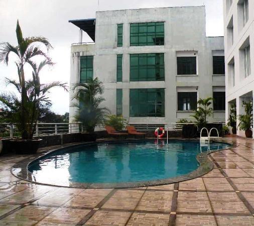 Zone piscine picture of mondial hotel hue hue tripadvisor - Prix piscine mondial piscine ...