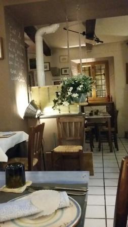 https://media-cdn.tripadvisor.com/media/photo-s/09/af/98/ad/ristorante-la-trattoria.jpg