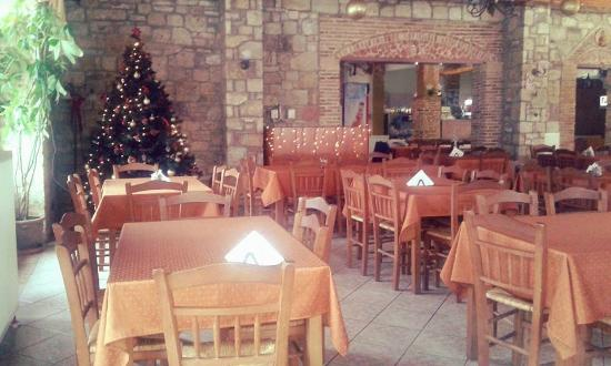 Corinthia Region, Grèce : το εσωτερικό της ταβέρνας