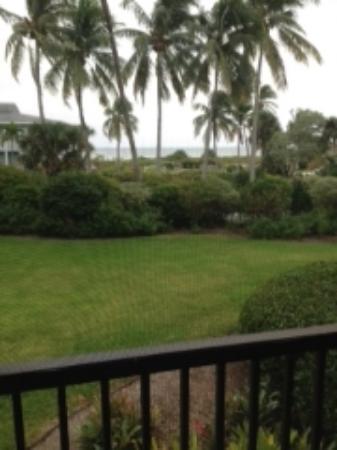 Sanibel Inn: Vue de la terrasse, on aperçoit la paroi anti moustiques
