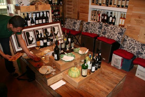 Venha Vinho: Francisco preparing first course