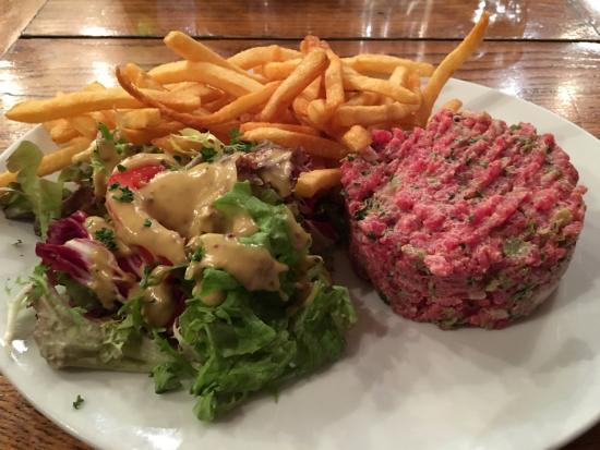 Aux Tonneaux des Halles: Steak Tartare