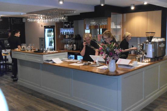Jou0027s Kitchen: Bar Area