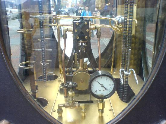 Howard Johnson Hotel Vancouver Downtown: Steam Clock Engine
