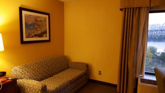 Hampton Inn Cincinnati Riverfront (Downtown Area): room at Hampton