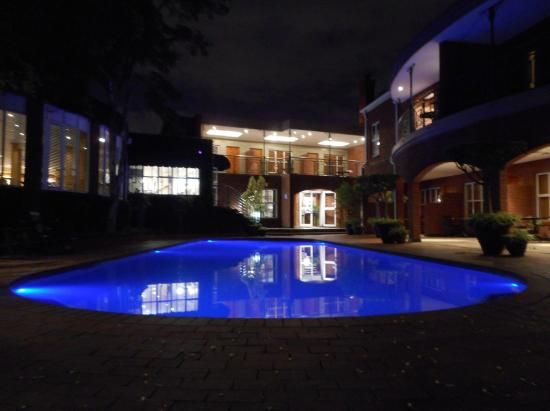 Faircity Falstaff Hotel: Outdoor Pool at Night