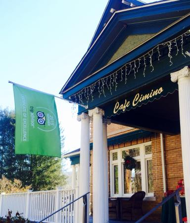 Sutton, Virginia Occidental: Proudly displaying our Trip Advisor Flag!