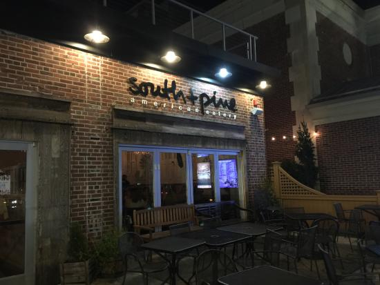 มอร์ริสทาวน์, นิวเจอร์ซีย์: South+Pine at night in December
