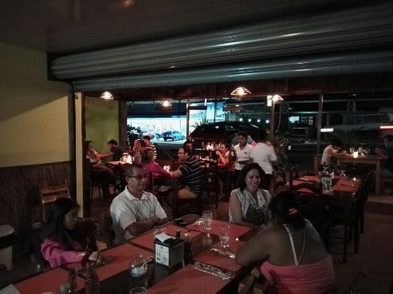 S per lleno restaurante mi casa todos disfrutando del - Restaurante mi casa ...