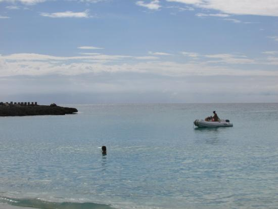 The Towers at Mullet Bay: Lovely beach short distance from hotel
