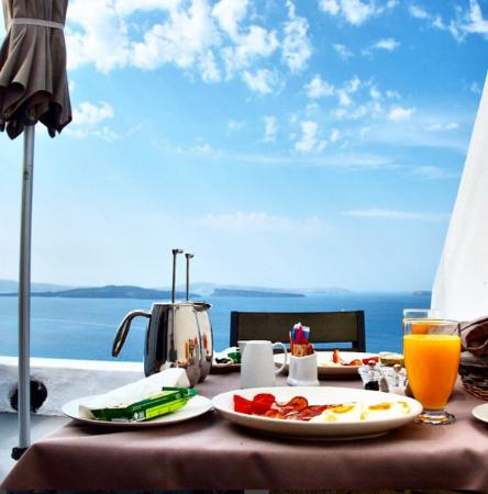 Atrina Traditional Houses: Breakfast with a view