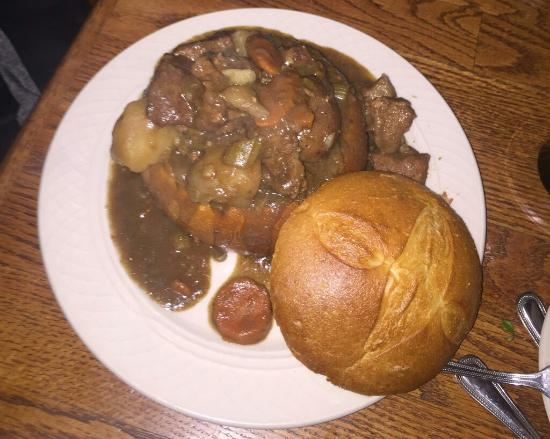 Foley's Irish Woods: Lamb stew in a bread bowl, excellent!
