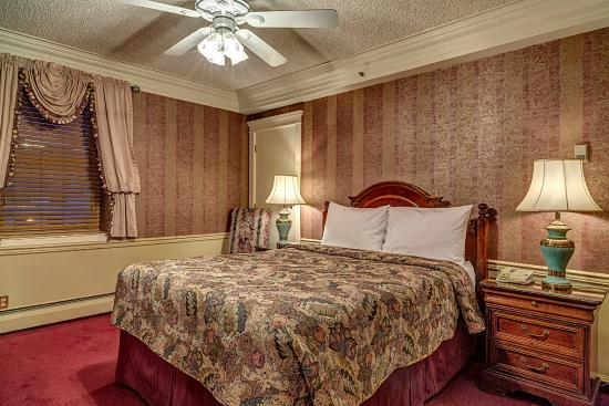 Athabasca Hotel: Standard Room With Queen Size Bed
