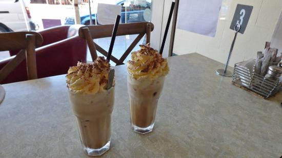 Bookshop Cafe Berry: Iced coffees