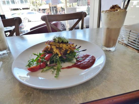 Bookshop Cafe Berry: Corn fritters lunch dish